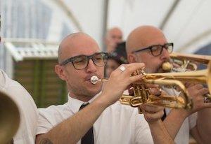 frise banda trompette